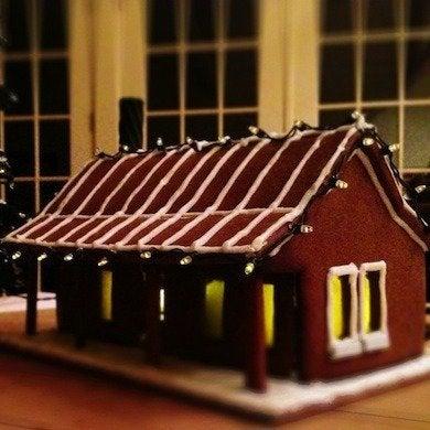 Gingerbread house windows 1024x777