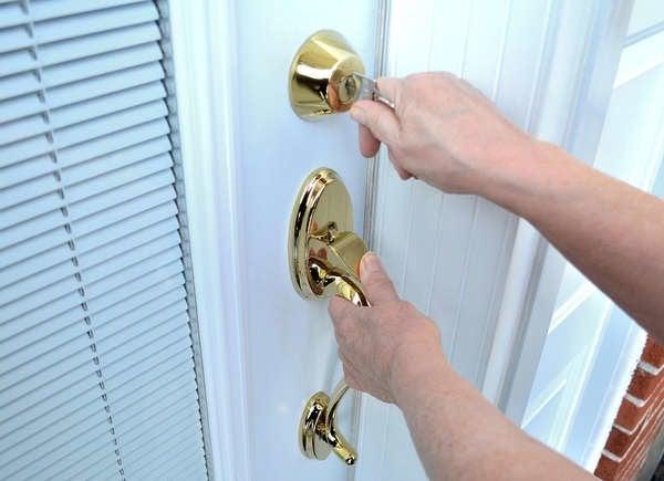 sticking door lock