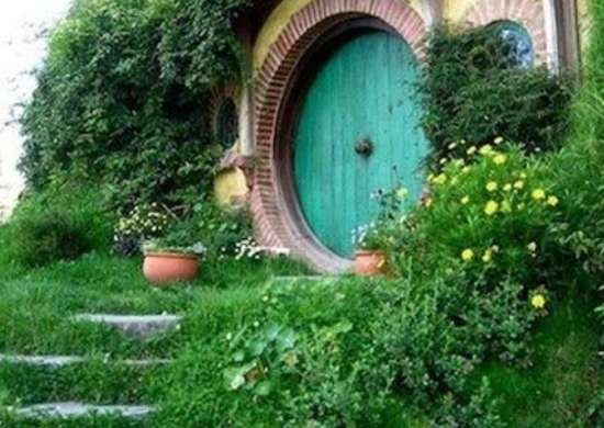 Ever Since Jrr Tolkien Placed His Diminutive Characters In Houses Built Into The Ground Underground Dwellings Have Been Nicknamed Hobbit