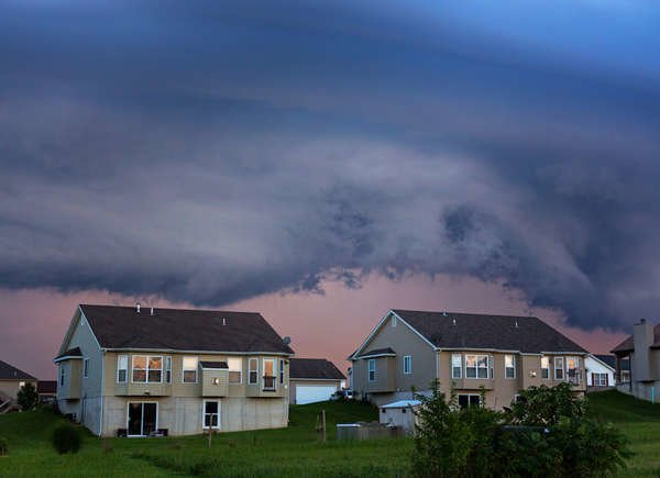 Never Do These 11 Things During a Thunderstorm
