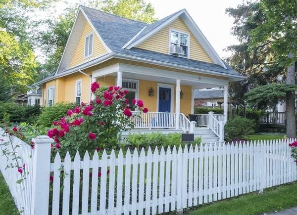 Use picket fence to beautify your yard.