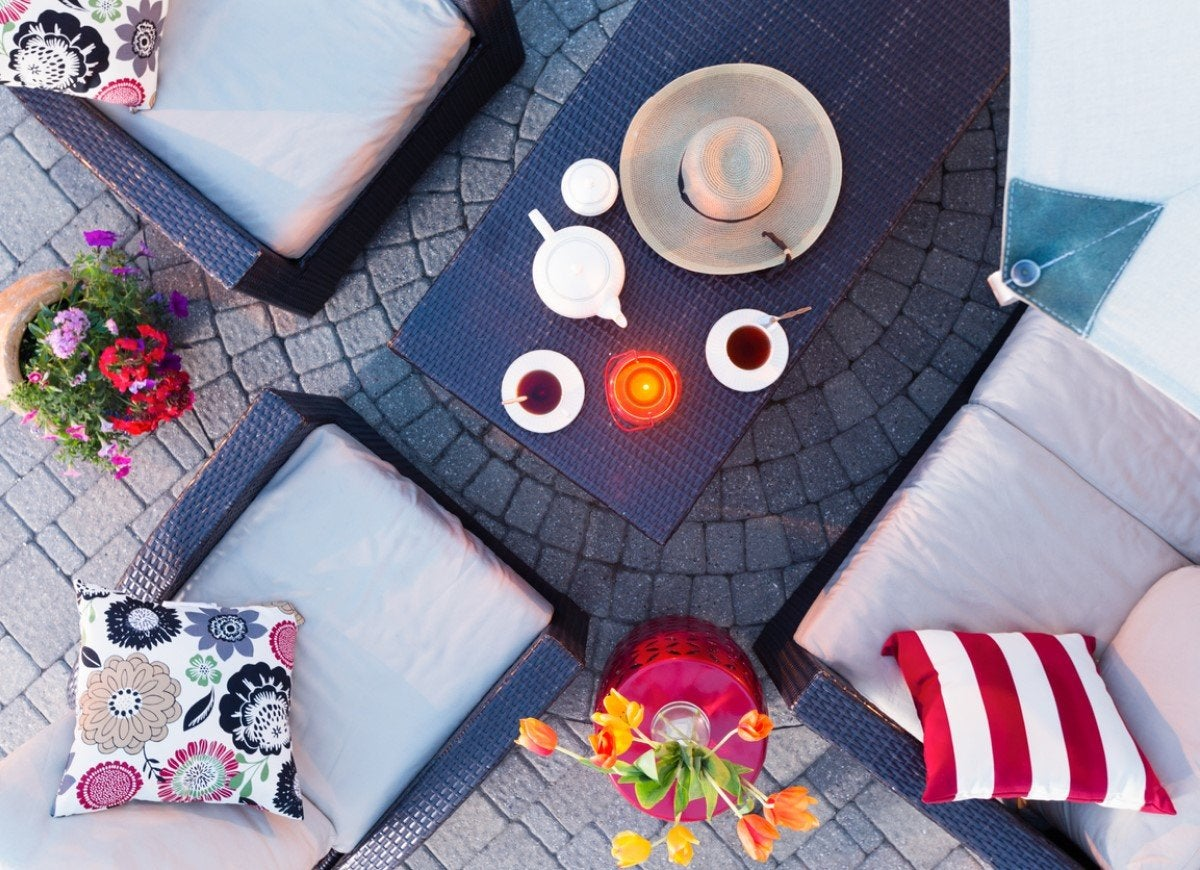 Cleaning Patio Furniture? 8 Dos And Don'ts