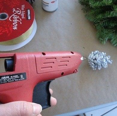 Glue gun pinecone