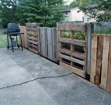 Unfinished pallet fence itclips
