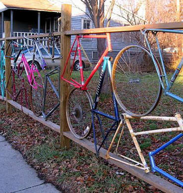 Bicycle-parts-fence-environmentalgraffiti