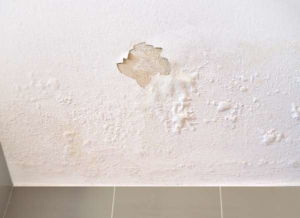 Saggy ceiling is red flag in home buying