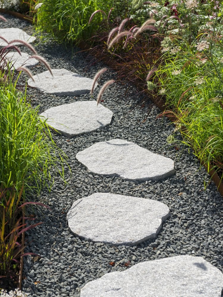 On The Contrary It S Basis For Many Walkway Ideas Por Among Diyers Their Low Cost And Welcoming Informal Look