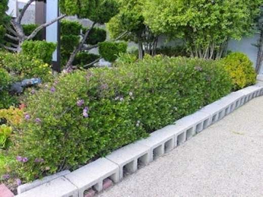 Cinder block edging diy garden edging bob vila for Concrete block landscaping ideas