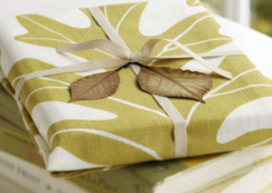 Studio_patro-gift-wrap-merry_green-bob-vila