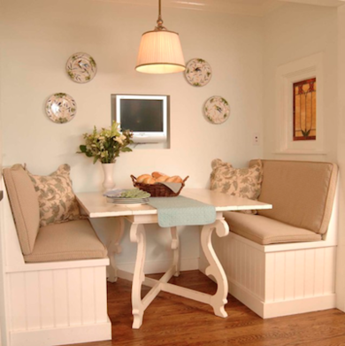 Traditional kitchen banquette thekitchenstudioofglenellyn