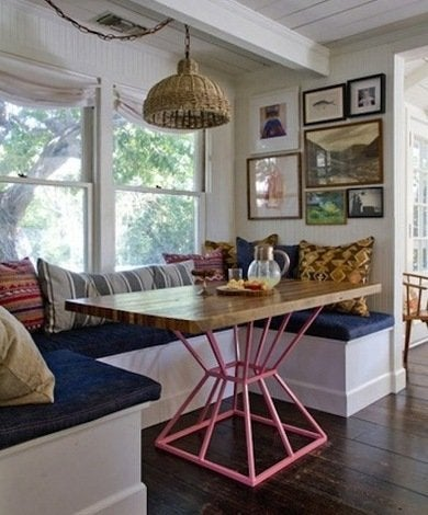 White-cottage-kitchen-banquette-wendyandgavin-apartmenttherapy
