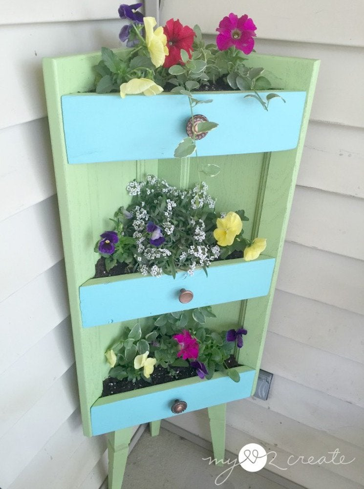 Corner shelf planter