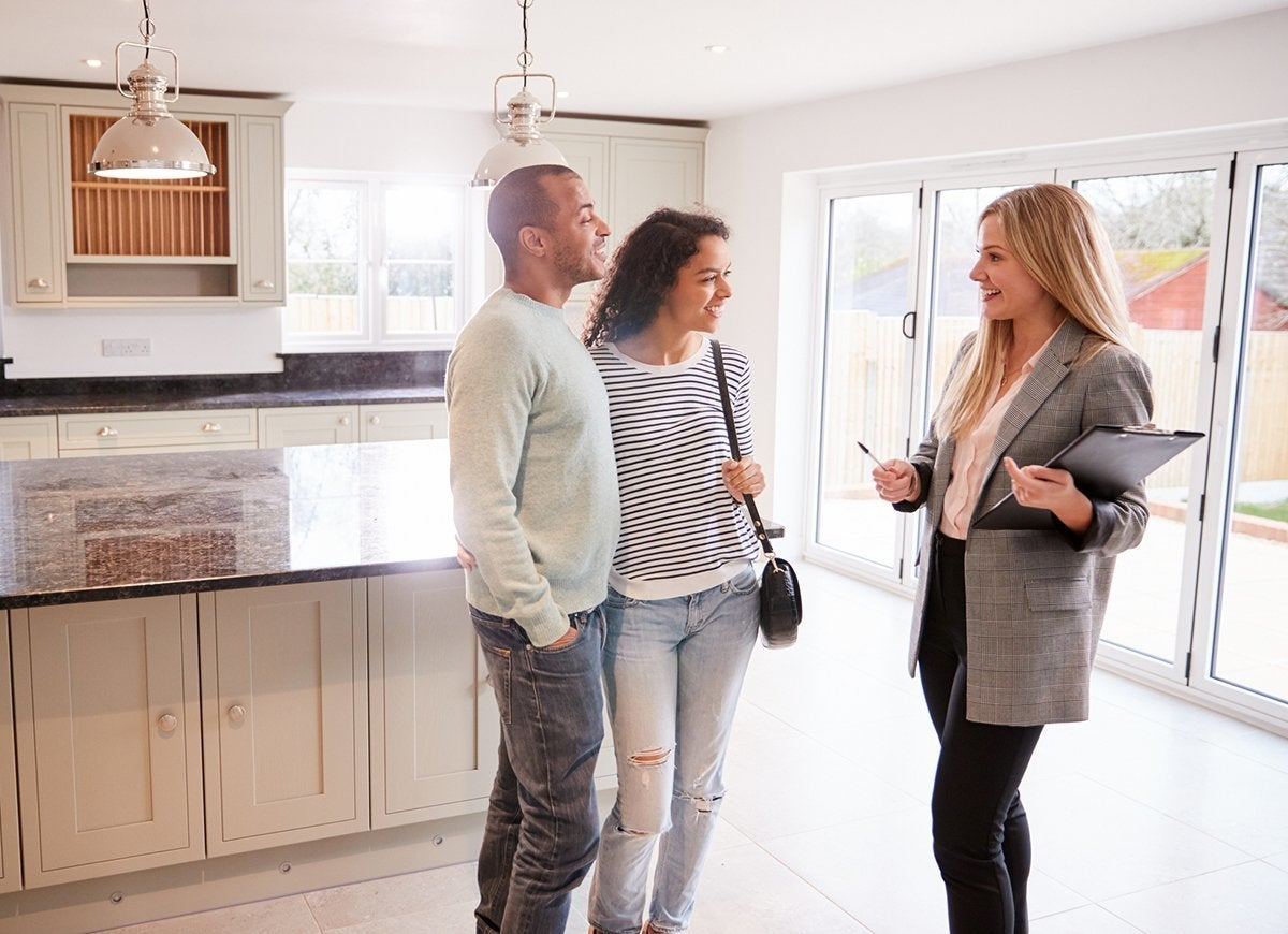 10 Things to Bring With You to an Open House