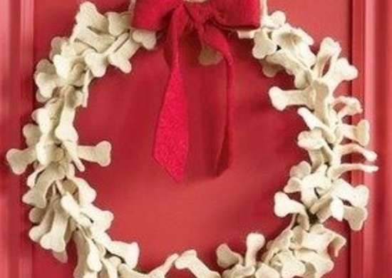 Sundance-doggone-dogbone-wreath-bob-vila-pet-gifts