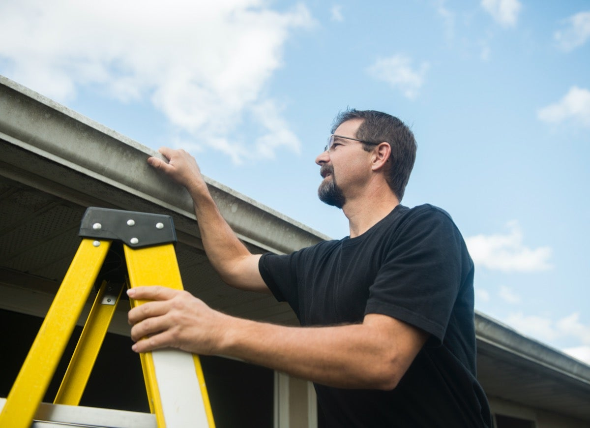 9 Tips to Clean Your Gutters Without Breaking a Sweat