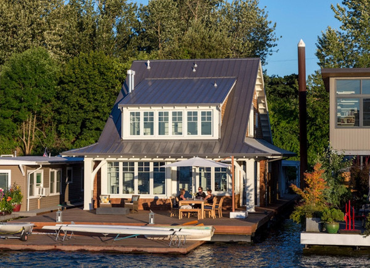 Willamette floating cottage