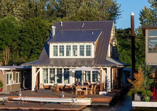 Willamette floating cottage