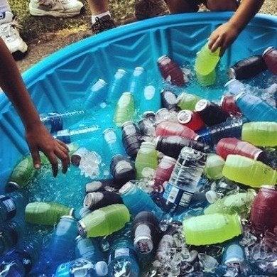 Drinks in kiddy pool beautyandbedlam