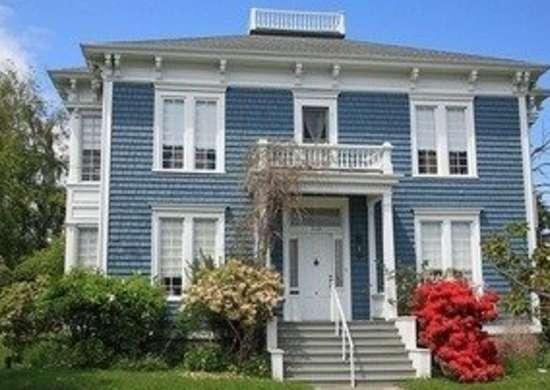 The federal style historic paint colors bob vila 39 s guide bob vila for Federal style home exterior paint colors