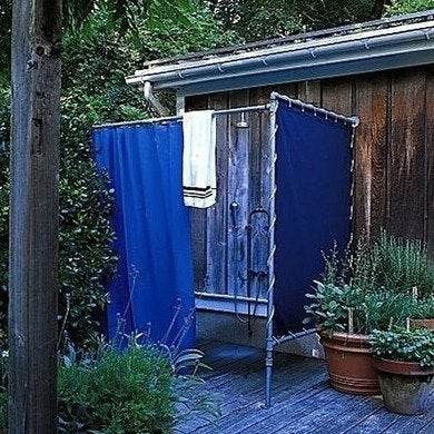 Remodelista sjp outdoorshower
