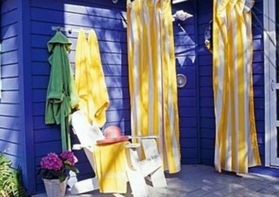 Outdoor shower ideas 16 diys to beat the heat bob vila for Diy outdoor shower surfboard