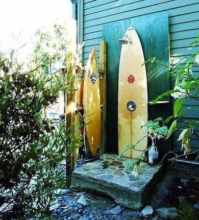 Surfboard shower outdoor shower ideas 16 diys to beat for Pool showers