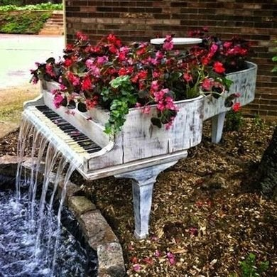Piano water fountain inspirationsandwich
