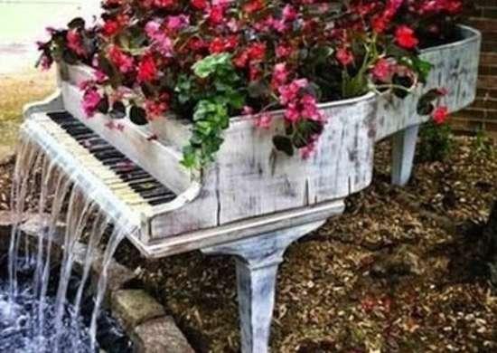 Piano water fountain inspirationsandwich