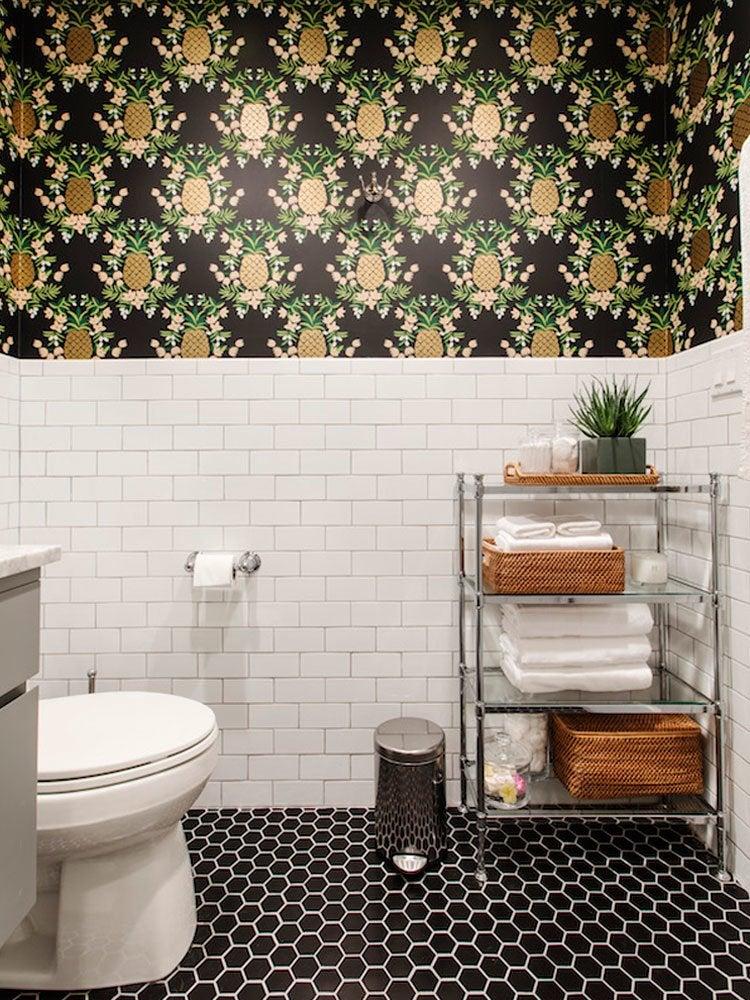 Bathroom pineapple