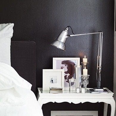 Black and white rooms 12 reasons to embrace the elegance - Black painted bedroom walls ...