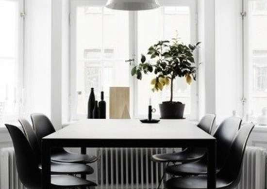 Black-and-white-dining-room-of-therese-sennerholt