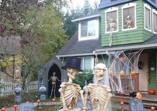 Skeletoncouple evilsunday