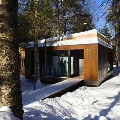 Yiacouvakis hamelin la luge exterior1 via smallhousebliss