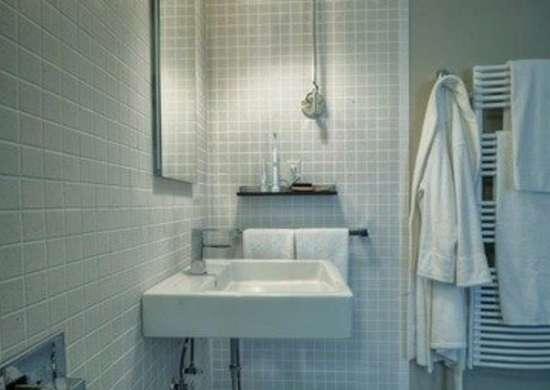 Chadeverhart mountainreshack bathroom