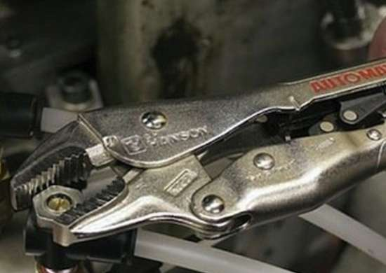 Locking_pliers