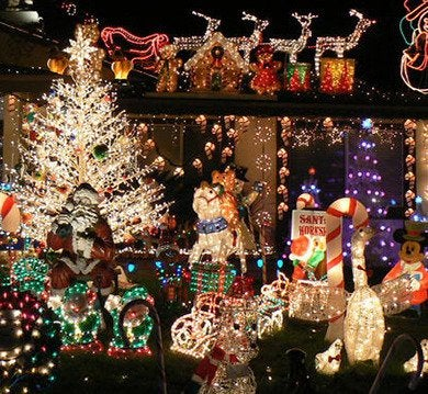 knob hill christmas house 20000000002030607 500x375