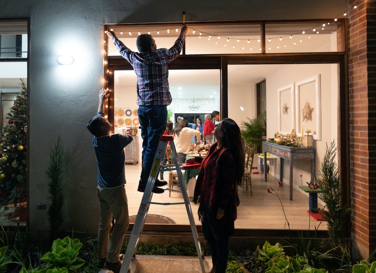 8 Pro Tips for Hanging Holiday Lights