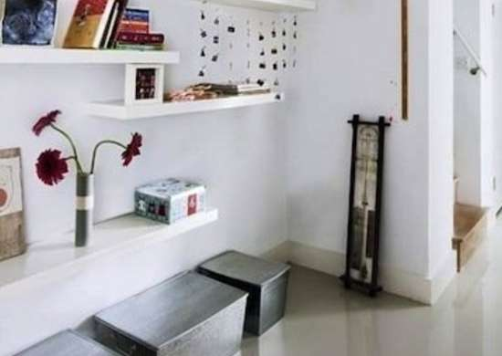Floating_shelves_hallway