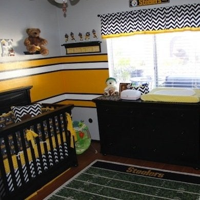 steelers bedroom. 23dd4005a5f192ae44964222017e5c81 Football Decor  10 Winning Rooms for Fans of All Ages