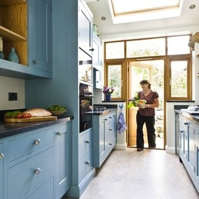 With Long Unbroken Runs Of Cabinetry On Either Side Even A Small Galley Kitchen Can Look And Feel Monotonous Introducing Splash Color Changes The