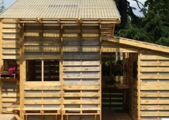 Shipping Pallet Shed