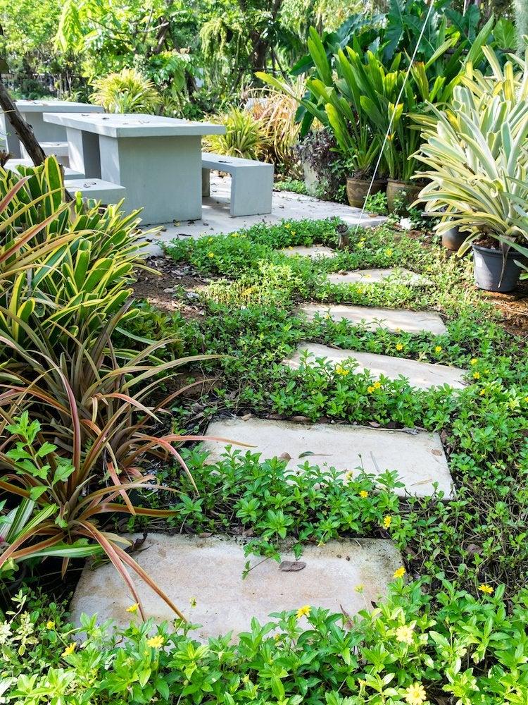 Stone Walkways 17 Easy To Imitate Garden Paths Bob Vila