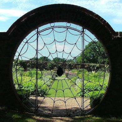 Exceptionnel Spider Web Gate