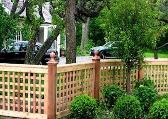 Lattice fence fence styles 10 popular designs today for Lattice garden fence designs