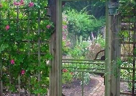 Screened door diy garden gate ideas 10 great entrances for Diy garden gate designs