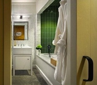Hudson-passive-project-peter-aaron-photographer-bathroom