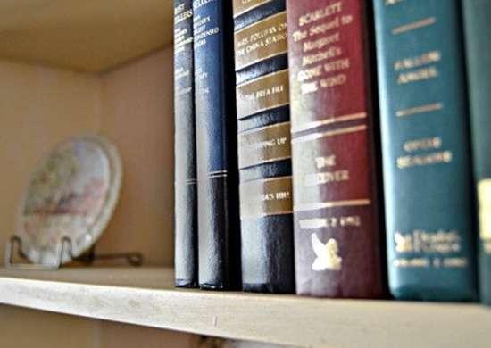 How to Style Bookshelf